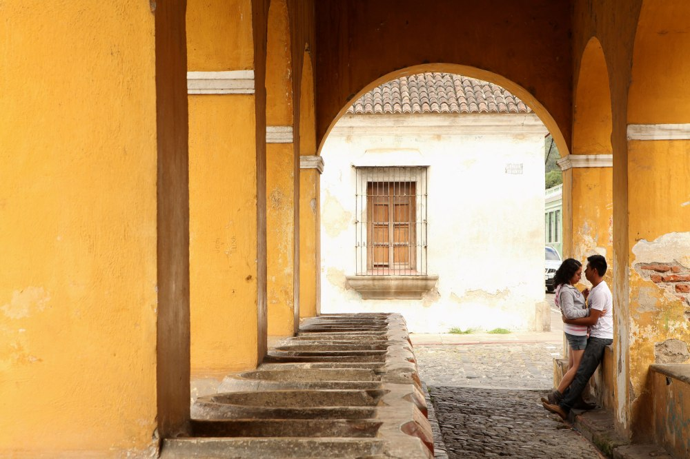 Two teens kiss and flirt in Antigua Centro. Photo: Alex Washburn