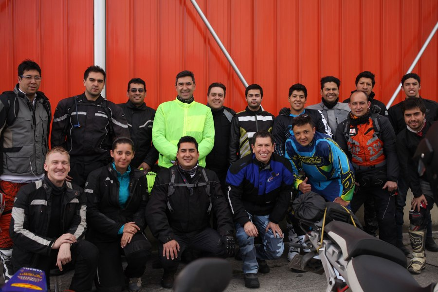 Our group photo with the posse of Colombian Motorcyclists. Photo: Hernando Herrera R.